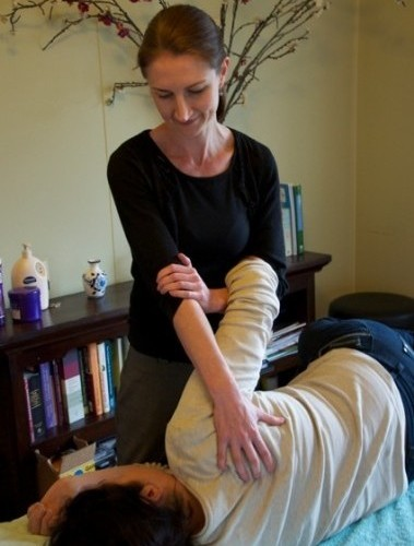 What is an osteopath? What does an osteopath do?