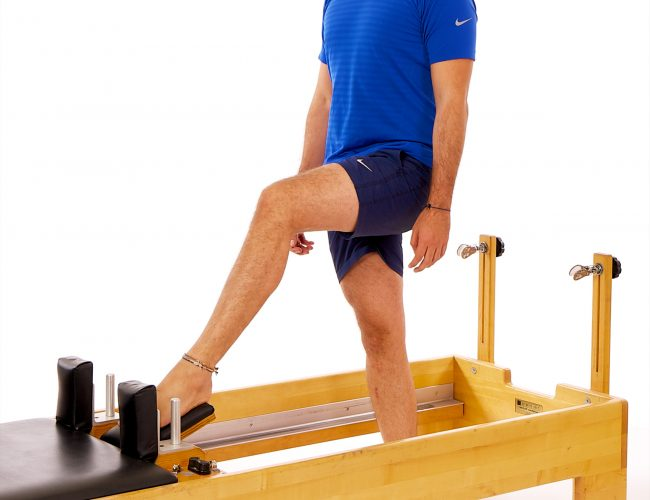 reformer standing leg pull for meniscus exercise